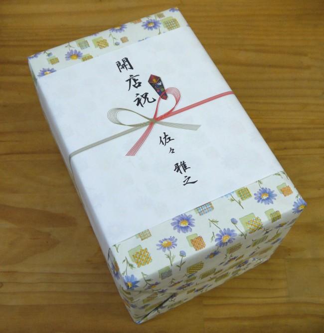 招き猫の包装と熨斗のイメージ